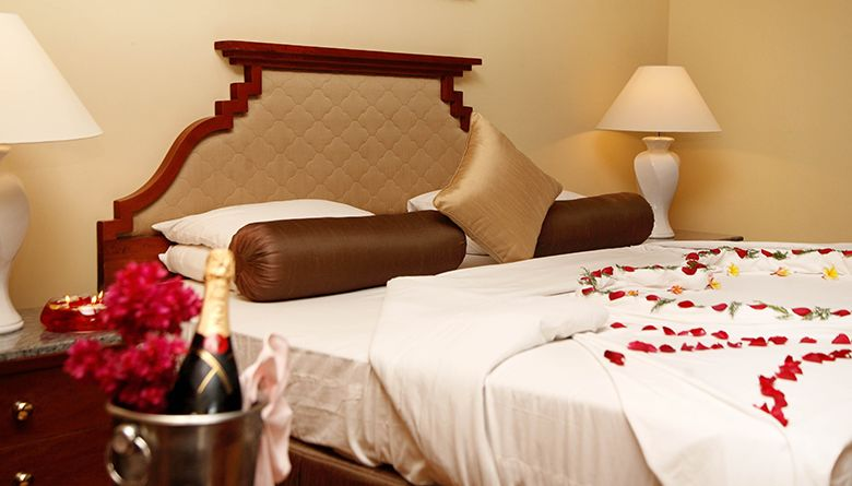 Bedding of an Executive Suite in Mahaweli Reach Hotel